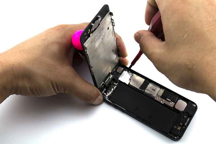 Repairing Cracked IPhone Screen with a Professional